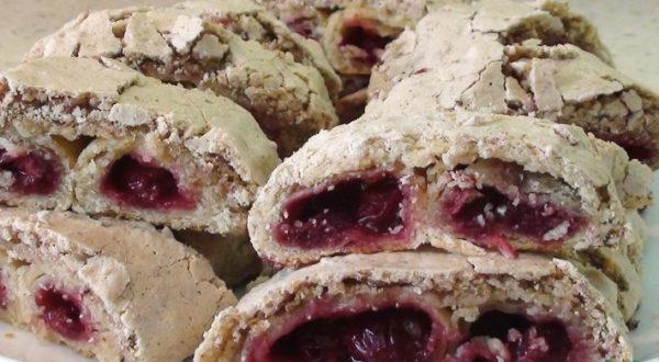 Десерт Совиные глаза с вишней