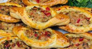 Открытые турецкие пирожки с мясом перцем