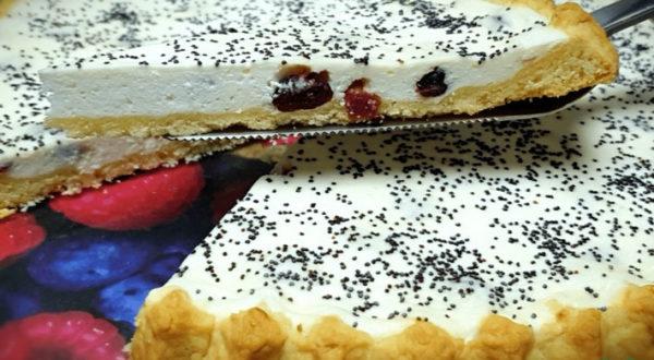 Песочный пирог с творогом и клюквой