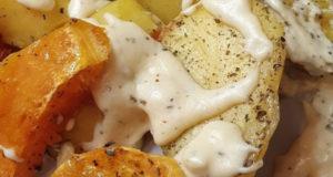 Запеченный картофель и сырно-сметанный соус