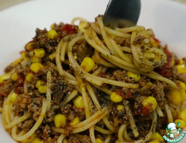 Спагетти с говяжьим фаршем и кукурузой