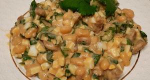 Салат с белой консервированной фасолью и кинзой