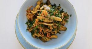 Острый салат с вешенками