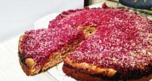 Пирог на кефире с малиной
