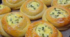 Ватрушки с сыром и зеленым луком