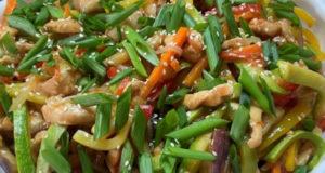 Куриное филе с овощами в соусе терияки