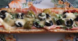 Мини-пицца в багете