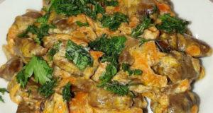 Сердечки куриные тушёные в соусе