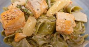 Паста из шпината с лососем