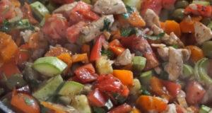 Овощное рагу с курицей и оливками