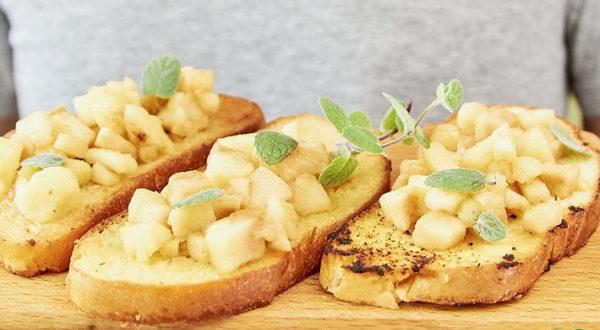 Десерт Гренки с яблоками к чаю