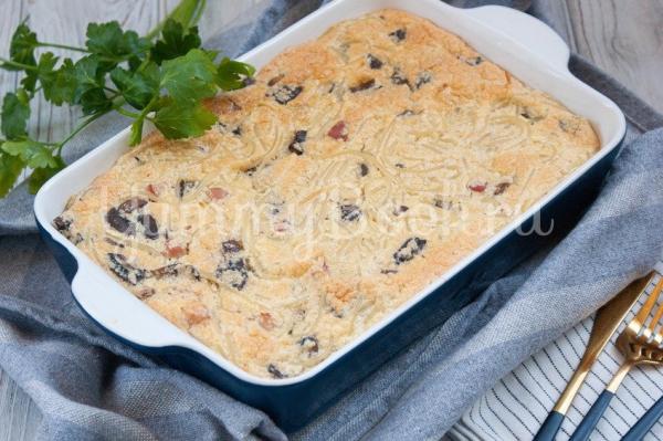 Запеканка с спагетти беконом и грибами