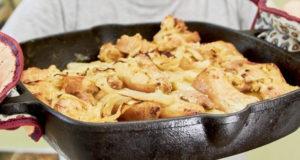 Картофель с грудинкой и луком в духовке