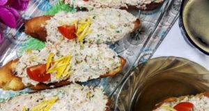 Брускетта с тунцом оливками и сыром