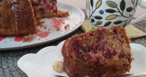Кольцевой кекс с вишней и орехами