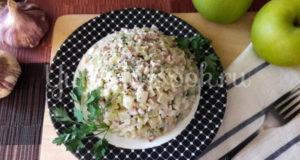 Картофельный салат с бужениной и яблоком