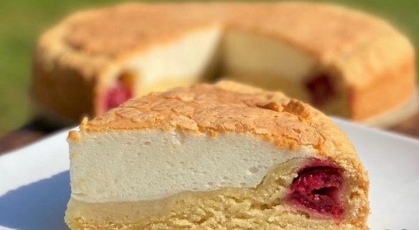 Вишневый пирог с белковосметанной заливкой