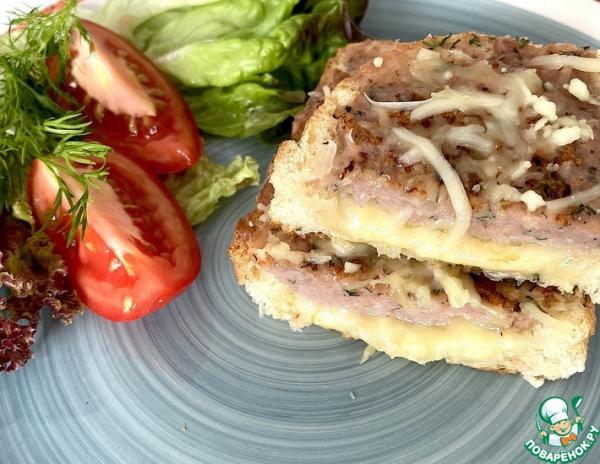 Горячий бутерброд с сыром и фаршем