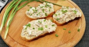 Паштет на хлеб из консервированной скумбрии