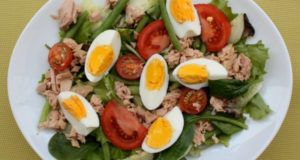 Легендарный салат Нисуаз с тунцом прямо на вашей кухне