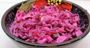 Свекольный салат с жареными огурцами